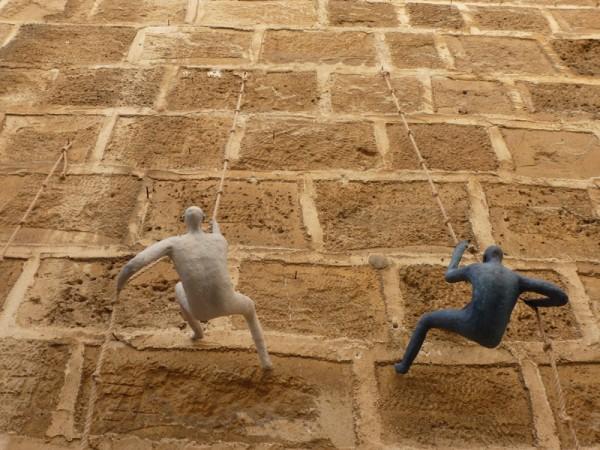 Escalando los muros de Jaffa. (Foto: Iñigo Mujika)