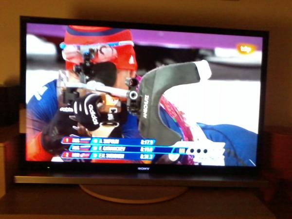 Viendo los JJOO de Sochi en televisión.