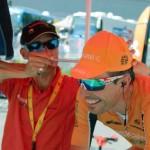 Poniendo a punto a Mikel Astarloza en el Tour de Francia (Foto: Iñigo Mujika)